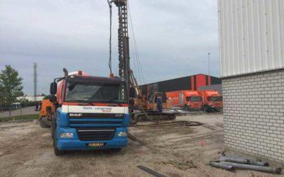Eerste paal nieuwbouw de grond in!